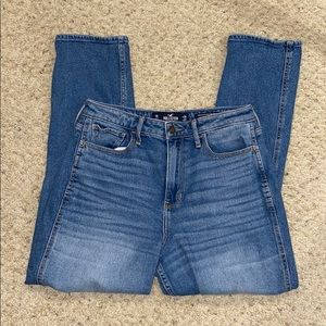 Hollister Curvy Ultra High-Rise Mom Jeans